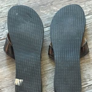 Amay Pe Shoes - Amay Pe Brown Leather Flip Flops W/Aztec Design